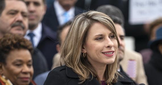 """Po tym, jak w sieci pojawiły się nagie zdjęcia demokratycznej kongresmenki Katie Hill, polityk zamieściła oświadczenie, w którym zapowiada walkę z """"pornografią zemsty"""". W weekend Katie Hill zrzekła się mandatu po zarzutach o relacje seksualne z członkiem personelu."""