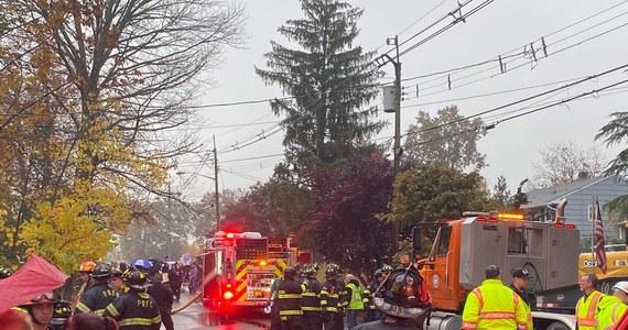 Cessna 414, która rozbiła się w New Jersey, runęła na dom Polaków – dowiedział się amerykański korespondent RMF FM Paweł Żuchowski. Do katastrofy doszło w miasteczku Colonia. Na szczęście mieszkańców nie było w tym czasie w domu. Rodzina jest cała i bezpieczna.