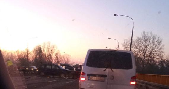 Na moście na Wiśle w miejscowości Zakroczym na Mazowszu doszło do karambolu. O poranku we mgle zderzyło się 7 samochodów. Nikt nie ucierpiał, ale przejazd trasą S7 jest utrudniony.