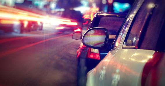 """To będą najważniejsze i najszybciej podane informacje z dróg w całej Polsce. Już w czwartek 31 października rusza akcja """"Bezpieczny Powrót z RMF FM"""". Przez cały świąteczny weekend będziemy z Wami w trasie. Nasi reporterzy będą patrolować drogi w całym kraju i na bieżąco informować Was o korkach czy utrudnieniach."""