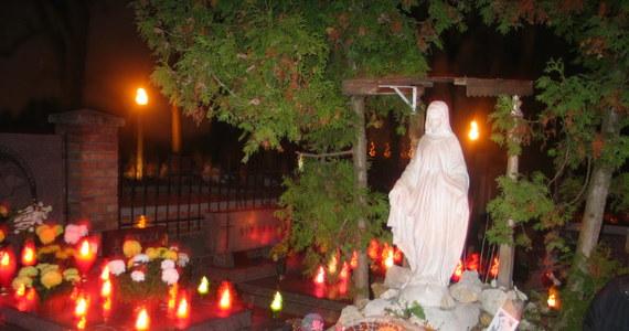Jak każdego roku, z okazji Dnia Wszystkich Świętych nastąpi zmiana w organizacji ruchu wokół lubelskich cmentarzy. Poniżej sprawdzisz, co się zmienia.