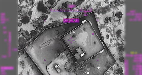 Pentagon upublicznił zdjęcia i nagrania z ataku amerykańskich sił na kryjówkę przywódcy ISIS Abu Bakr al-Bagdadiego. Ujawnił także, że podczas nalotu zginęło kilka kobiet, które ochraniały lidera Państwa Islamskiego. Kilka z nich miało na sobie kamizelki z ładunkami wybuchowymi. Sam Bagdadi wczołgał się z dwójką małych dzieci do podziemnego tunelu i tam wysadził w powietrze. Stany Zjednoczone ostrzegają przed atakami bojownik ISIS w zemście za śmierć swojego lidera.