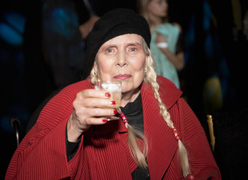 W październiku twórczość Joni Mitchell została uhonorowana w wyjątkowy sposób. Artystce, która kilka lat temu, w ciężkim stanie trafiła do szpitala, hołd złożyli znani i lubiani przedstawiciele Hollywood.