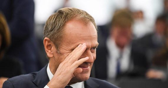 """Donald Tusk będzie miał najwyższą emeryturę w Polsce. Świadczenie szefa Rady Europejskiej będzie wynosić 30 tys. zł – donosi w sobotę """"Super Express""""."""