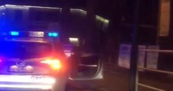 Zakopiańska policja opublikowała nagranie z pościgu za mężczyzną, który jechał z prędkością sięgającą 140 km/h. 35-letni kierowca został zatrzymany.