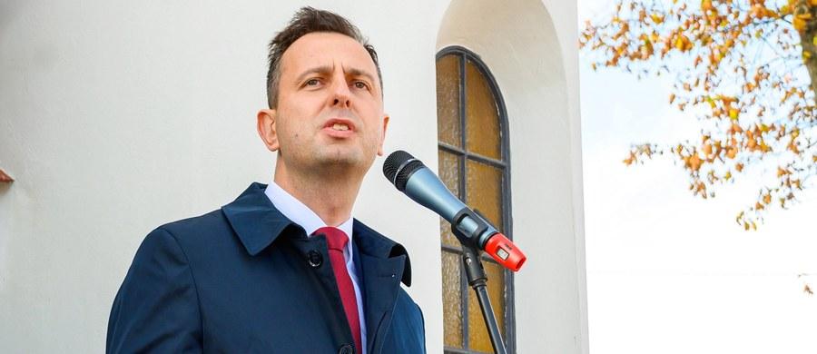"""""""Gdy przedstawiciel partii, która razem z pozostałościami po Kukiz'15 ma 8,5 proc. poparcia, kreuje się na prezydenckiego kandydata całej opozycji, to staje się trochę niepoważny"""" - oceniła w rozmowie z PAP posłanka Platformy Obywatelskiej Izabela Leszczyna. W ten sposób odniosła się do niedzielnych ustaleń Rady Naczelnej Polskiego Stronnictwa Ludowego."""
