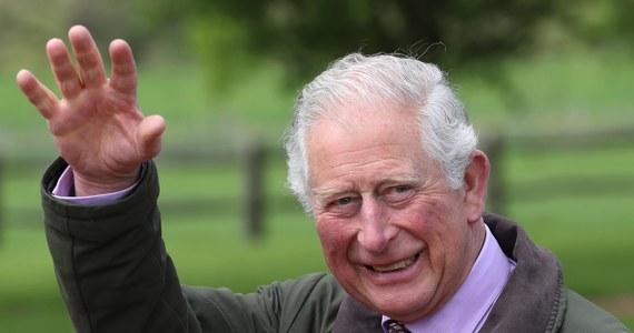 """17 obrazów, m.in. Claude'a Moneta, Salvadora Dalego i Pabla Picassa zwrócono właścicielowi. Obrazy te zostały wypożyczone fundacji brytyjskiego następcy tronu, księcia Karola. Zdjęto ze ścian w związku z podejrzeniem, że przynajmniej część z nich to falsyfikaty - podał """"The Sunday Times""""."""