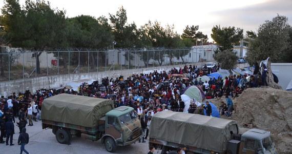 41 migrantów ukrywających się w ciężarówce-chłodni odkryła grecka policja. Większość z nich pochodzi z Afganistanu. Siedem osób trafiło do szpitala z powodu kłopotów z oddychaniem.