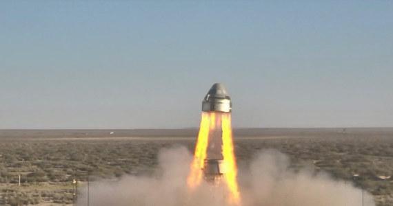 Komercyjne loty załogowe na Międzynarodową Stację Kosmiczną są nieco bliżej. Na poligonie White Sands Missile Range w stanie Nowy Meksyk przetestowano kluczowy system bezpieczeństwa pojazdu CST-100 Starliner firmy Boeing. Chodzi o system, który umożliwia ewakuację kapsuły załogowej, jeśli na miejscu startu doszłoby do nieprzewidzianych okoliczności - np. rakieta po odpaleniu nie byłaby w stanie bezpiecznie wystartować. Test trwał 95 sekund. Zakończył się powodzeniem.