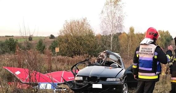 Do tragicznego wypadku doszło na drodze w Zawierciu-Skarżycach. Po zderzeniu auta osobowego z ciężarówką zginęło trzech 19-latków.