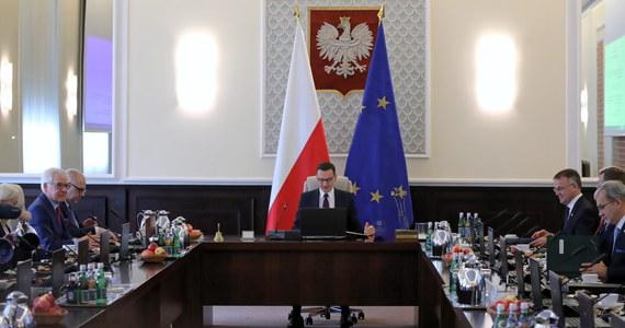 """Struktura przyszłego rządu jest znana od środy; myślę, że premier Morawiecki przedstawi ją ok. 12 listopada - zaznaczył w wywiadzie dla """"DGP"""" przewodniczący Komitetu Wykonawczego PiS Krzysztof Sobolewski. Dodał, że wszystko wskazuje na to, że zmniejszy się ogólna liczba ministrów."""