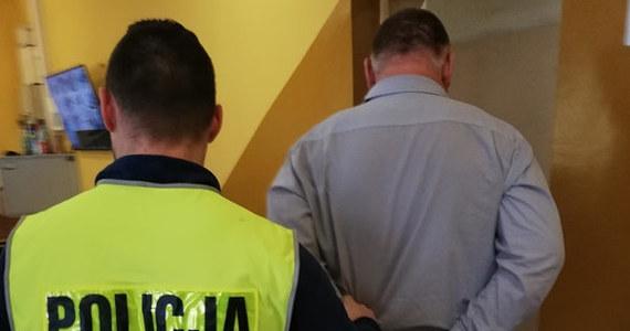 Do policyjnego aresztu trafił mężczyzna, który z niemal 3 promilami alkoholu w organizmie prowadził w Wałbrzychu autobus komunikacji miejskiej. Podczas zatrzymania próbował tłumaczyć policjantom, że nie pił tego dnia alkoholu. 47-latek usłyszał zarzut kierowania pojazdem w stanie nietrzeźwości.