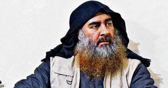 W ostatnich miesiącach życia Abu Bakr al-Bagdadi był zdenerwowany i panicznie bał się zdrajców. Jak pisze agencja AP, lider Państwa Islamskiego przebierał się nawet za pasterza i chował w wykopanych w ziemi kryjówkach. Przywódca ISIS wysadził się w powietrze wraz z dwójką swoich dzieci pod koniec października, kiedy jego kryjówka w północno-wschodnie Syrii została zaatakowana przez siły amerykańskie.