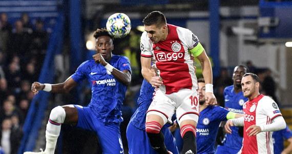 Piłkarze Borussii w 4. kolejce Ligi Mistrzów pokonali w Dortmundzie Inter Mediolan 3:2, choć do przerwy przegrywali 0:2. Obrońca BVB Łukasz Piszczek grał od 82. minuty. W Londynie Chelsea zremisowała z kończącym w dziewiątkę Ajaksem 4:4.
