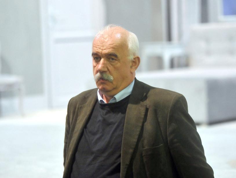 Dyrektor krakowskiego Teatru Bagatela Henryk Jacek Schoen został zatrzymany - dowiedzieli się reporterzy śledczy RMF FM. Do mieszkania mężczyzny we wtorek rano weszli policjanci. Zrobili to na polecenie prowadzącej śledztwo krakowskiej prokuratury. Sprawa ma związek z oskarżeniami grupy kilkunastu kobiet, które twierdzą, że były przez dyrektora molestowane i mobbingowane.