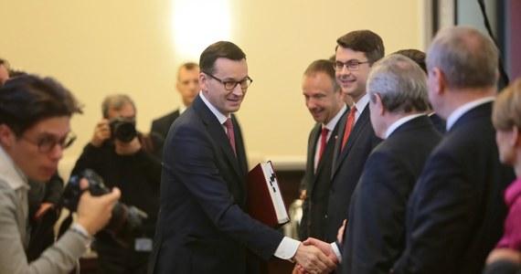 """Premier nie rezygnuje z podniesienia składek ZUS i podatków dla bogatych – dowiedział się dziennikarz RMF FM. Chodzi zwłaszcza o tak zwaną """"30-krotność""""."""