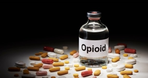 Dziewięć osób zostało skazanych w Chinach za przemyt fentanylu do USA. Jeden z przemytników został skazany na karę śmierci w zawieszeniu, a jego dwóch wspólników na dożywocie. Fenantyl jest opioidem 50-krotnie silniejszym od heroiny.