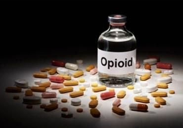 Chiny: Gang przemycający opioidy do USA rozbity. 9 osób skazanych
