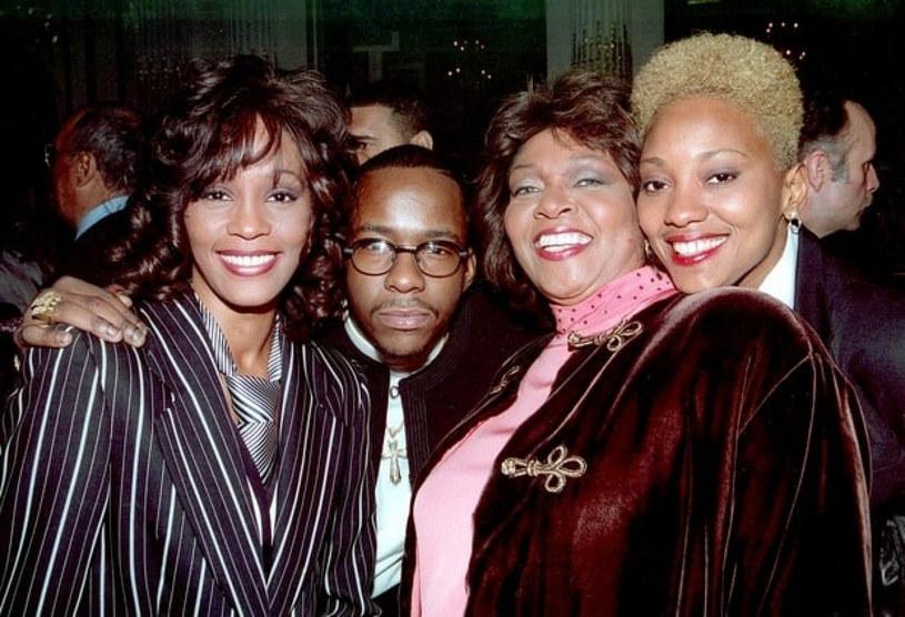 Przyjaciółka Whitney Houston, Robyn Crawford po latach otworzyła się przed dziennikarzami. Odpowiedziała na plotki o jej związku z wokalistką.