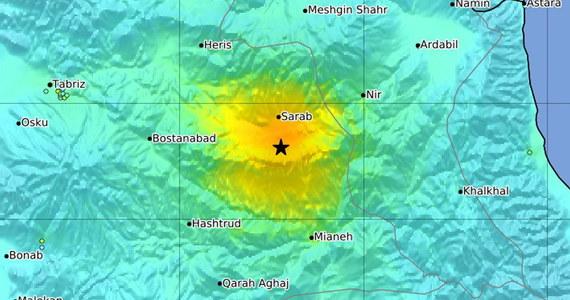 Trzęsienie ziemi na północnym zachodzie Iranu. Jak podaje Instytut Geofizycznego Uniwersytetu w Teheranie, wstrząs miał magnitudę 5,8. Według władz zginęło 5 osób, a 120 odniosło rany.