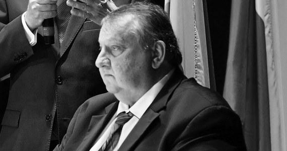 Nie żyje poseł Stefan Strzałkowski z Prawa i Sprawiedliwości. Miał 62 lata. O śmierci parlamentarzysty poinformował na Twitterze Joachim Brudziński.