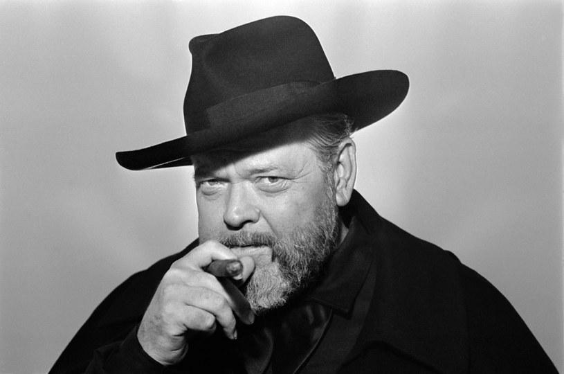 """- """"Druga strona wiatru"""" Orsona Wellesa jest pełną ironii opowieścią o Hollywood. To filmowy kolaż, w którym przeplatają się różne pomysły formalne i narracyjne - powiedział producent Filip Jan Rymsza. Zrekonstruowane po latach dzieło legendarnego twórcy zaprezentowano podczas 10. American Film Festival we Wrocławiu."""