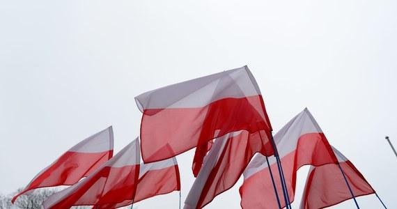 Wkrótce będziemy świętować 101. rocznicę odzyskania niepodległości przez Polskę. To doskonała okazja, by wspólnie zaśpiewać hymn Polski. Jaki jest cały tekst Mazurka Dąbrowskiego?