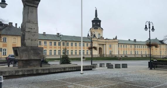 Radzyń Podlaski był Twoim Miastem w Faktach RMF FM. Położone w północnej części województwa lubelskiego, nad rzeką Białką, miasto jest miejscem, w którym krzyżują się ważne szlaki komunikacyjne - droga krajowa nr 19 Białystok-Lublin z drogą nr 63 prowadzącą do przejścia granicznego z Białorusią w Sławatyczach oraz do Siedlec.