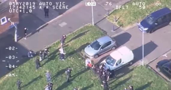 Prawie 4 lata więzienia dla złodzieja motocykli za brutalny atak na policjantów. Doszło do niego w angielskim hrabstwie Essex w maju tego roku. Policjanci zostali oblani benzyną. Istniało niebezpieczeństwo, że mogą zostać podpaleni.