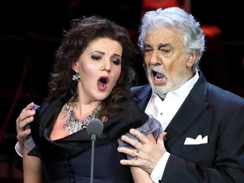 Hiszpański tenor Placido Domingo, oskarżany o molestowanie seksualne przez 20 kobiet, zrezygnował z występu scenicznego, zaplanowanego na kwiecień 2020 r. w Japonii przed Olimpiadą w Tokio - poinformowali organizatorzy.