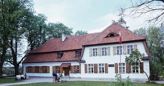 """Wielkimi krokami zbliża się 101. rocznica odzyskania niepodległości przez Polskę. 11 listopada na terenie całego kraju oraz za granicą, podczas większych i mniejszych uroczystości, rozbrzmi """"Mazurek Dąbrowskiego"""". Nie każdy zapewne wie, że w Polsce znajduje się Muzeum Hymnu Narodowego. Gdzie konkretnie? I kiedy powstało?"""