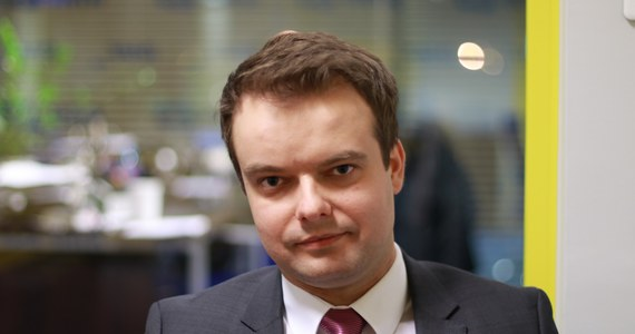 Rafał Bochenek zrezygnował z funkcji szefa marketingu PGNiG – poinformował Onet. Według portalu były rzecznik rządu, a dziś poseł-elekt z ramienia Prawa i Sprawiedliwości wcześniej planował łączyć bycie posłem z pracą w państwowej spółce.
