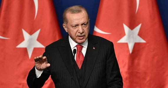 Tureckie lotnictwo bombarduje pozycje Kurdów na północy Syrii, w pobliżu miasta Tel Tamer - podaje Syryjskie Obserwatorium Praw Człowieka.