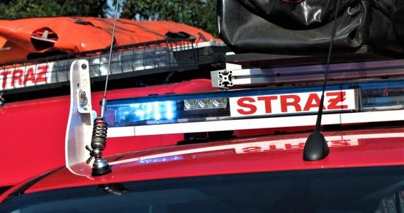 Tragiczny pożar na Starym Mieście w Toruniu. W tamtejszej kamienicy zginęła jedna osoba. Ogień został już ugaszony przez strażaków.