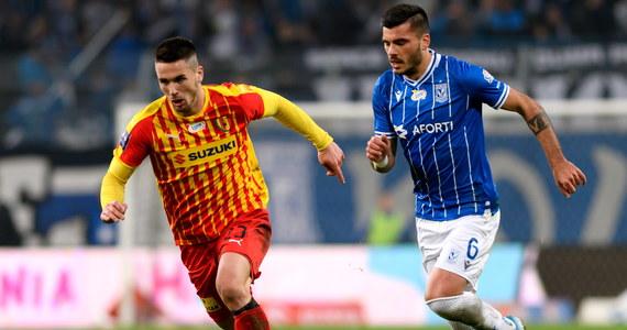Lech Poznań bezbramkowo zremisował na własnym stadionie z Koroną Kielce. Podział punktów z pewnością bardziej zadowolił drużynę gości, która wcześniej przegrała pięć kolejnych meczów na wyjeździe. Lech natomiast po raz kolejny rozczarował przed własną publicznością i nie wygrał czwartego spotkania z rzędu.