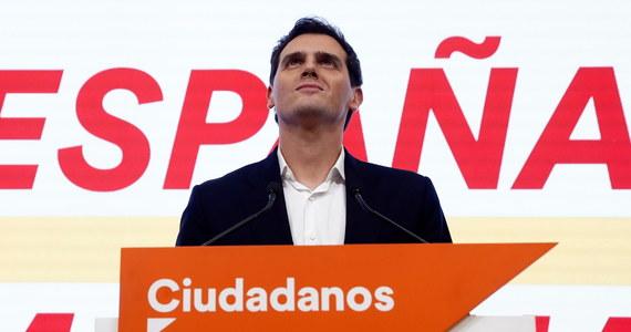 """Po dotkliwej porażce w wyborach parlamentarnych w Hiszpanii lider partii Ciudadanos (Obywatele) rezygnuje z kierowania ugrupowaniem. Albert Rivera wziął na siebie """"pełną odpowiedzialność za porażkę""""."""