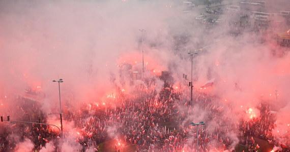 Według naszych szacunków w Marszu Niepodległości wzięło udział ok. 150 tys. osób - poinformował w poniedziałek wieczorem rzecznik prasowy Stowarzyszenia Marsz Niepodległości Damian Kita. Wg rzecznika warszawskiego ratusza Kamila Dąbrowy w zgromadzeniu wzięło udział 47 tys. osób.