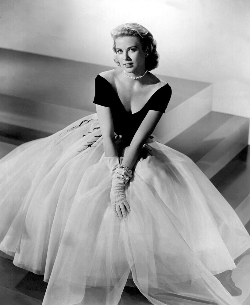 Piękna, posągowa blondynka o klasycznej urodzie, utalentowana aktorka, która poślubiła księcia Monako. Bajkowe życie zakończył wypadek samochodowy. We wtorek, 12 listopada, Grace Kelly świętowałaby 90. urodziny.