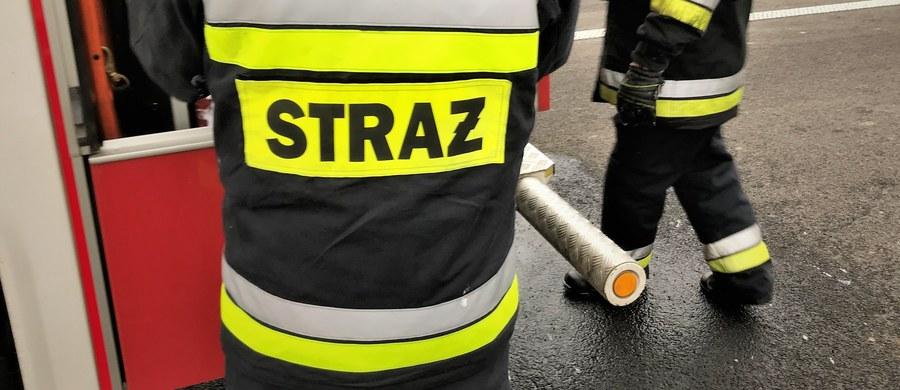 Nieszczelność przewodu kominowego mogła być przyczyną poniedziałkowego pożaru w kamienicy przy ul. Sierocej w Lublinie. Straty wstępnie oszacowano na 50 tys. zł. Nikt nie został poszkodowany.
