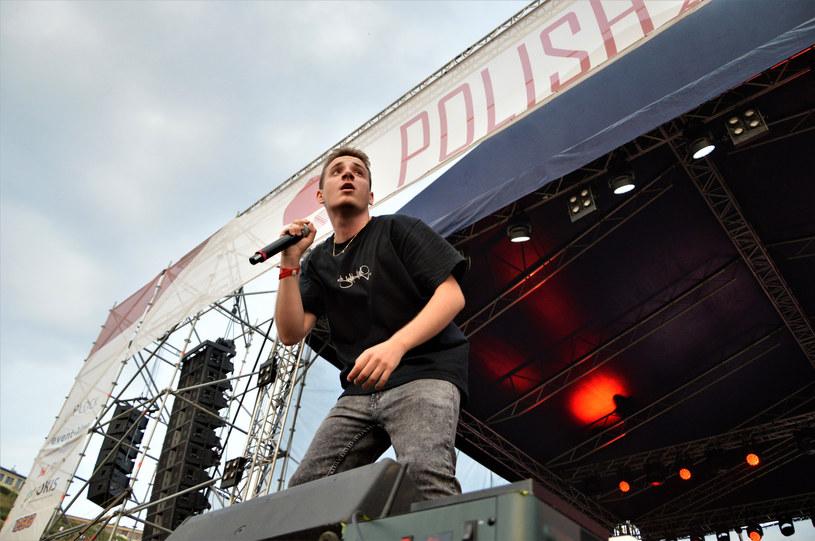"""Wszystko wskazuje na to, że niedługo otrzymamy nowy singel i teledysk od Otsochodzi. W studiu """"Dzień Dobry TVN"""" na temat materiału rapera wypowiedział się… Andrzej Seweryn, który wystąpił w klipie Młodego Jana."""