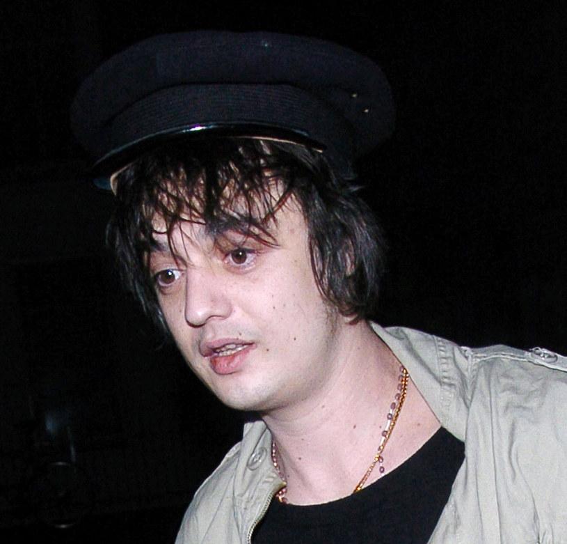 Kolejne kłopoty z prawem jednego z największych rockowych skandalistów. Zaledwie 48 godzin po tym, jak muzyk został aresztowany za kupowanie kokainy, policja ponownie zatrzymała rockmana. Tym razem gwiazdor po pijaku wszczął bójkę z 19-latkiem.