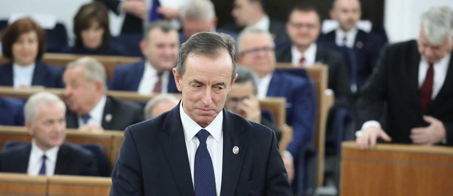Senat zdecydował! Tomasz Grodzki z Koalicji Obywatelskiej został wybrany na stanowisko marszałka Senatu. PiS-owi nie udało się przeciągnąć na swoją stronę żadnego z senatorów opozycji. Grodzki uzyskał 51 głosów poparcia.