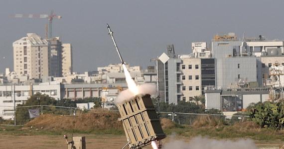 Trwa wymiana ognia na pograniczu Izraela i Strefy Gazy. Z Gazy w kierunku terytorium Izraela wystrzelone zostały kolejne rakiety, z kolei w lotniczym ataku sił izraelskich zginął palestyński bojownik. Zaostrzenie sytuacji nastąpiło we wtorek po tym, jak siły izraelskie zabiły w precyzyjnym ataku lotniczym jednego z czołowych dowódców radykalnego ugrupowania Islamski Dżihad Bahę Abu Al-Attę.