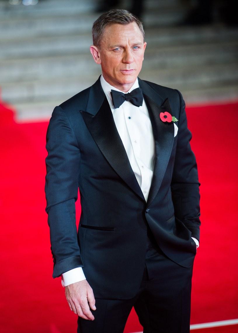 """Kurtka od Armaniego, którą Daniel Craig nosił w filmie """"Casino Royale"""" i butelki piwa ze """"Skyfall"""". Między innymi takie rzeczy zgromadził w swojej piwnicy 53-letni David Zaritsky, który od dziecka jest fanem filmów o przygodach Jamesa Bonda."""