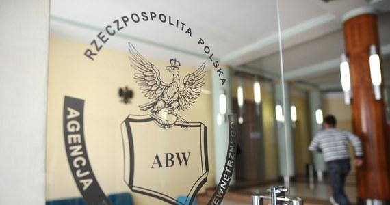 Dwie osoby podejrzane o przygotowywanie ataków z wykorzystaniem materiałów wybuchowych zatrzymali funkcjonariusze Agencji Bezpieczeństwa Wewnętrznego. ABW ujawnia więcej szczegółów weekendowej akcji w Warszawie i Szczecinie.