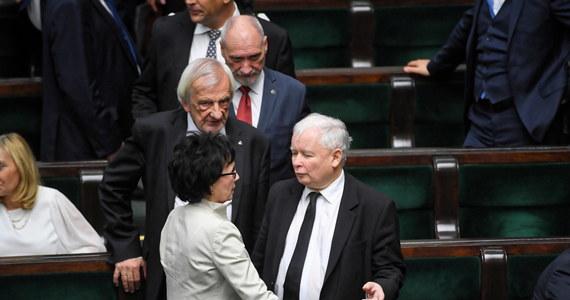 Wybór na Marszałka Senatu polityka opozycji, zbliżający się wyrok TSUE w sprawie reformy wymiaru sprawiedliwości i zaczęta już prezydencka kampania wyborcza składają się na nagłe spiętrzenie problemów rządzącego dotąd bez większych przeszkód PiS. Nic nie będzie już tak łatwe, jak w poprzedniej kadencji parlamentu.