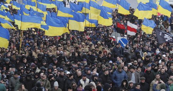 """""""Rosyjskie czołgi będą pod Warszawą , a NATO narobi w spodnie"""" - takich słów użył ukraiński oligarcha Ihor Kołomojski, blisko związany z obecnym prezydentem Ukariny, w wywiadzie udzielonym dla """"New York Times"""". Oligarcha przekonuje, że w wojnie z Rosją zginęło już 13 tys. Ukraińców. Twierdzi też, że jeśli Ukraina nie doczeka się  wsparcia od Zachodu - zmieni front i wesprze Rosję."""