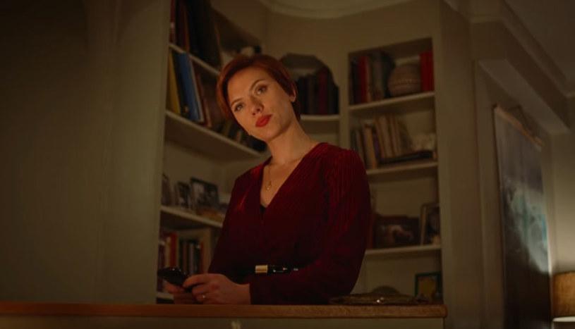 """To poruszony w filmie """"Historia małżeńska"""" temat rozwodu przekonał Scarlett Johansson do udziału w tym projekcie. Jak przyznała, w trakcie pracy nad filmem sama musiała się z podobną sytuacją uporać."""