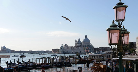 W Wenecji ogłoszono najwyższy, czerwony alert pogodowy. Dziś oczekiwana jest kolejna wysoka fala przypływu. Ma ona sięgać tym razem 150 centymetrów.