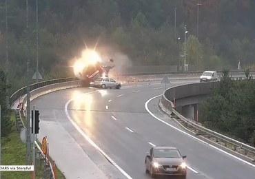 Wstrząsające nagranie z wypadku na obwodnicy Lublany. Cysterna spadła z wiaduktu